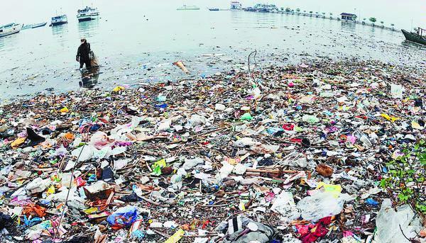 sampah di lautan