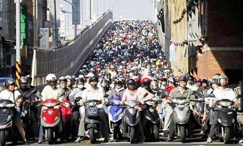 pengendara motor di Tiongkok