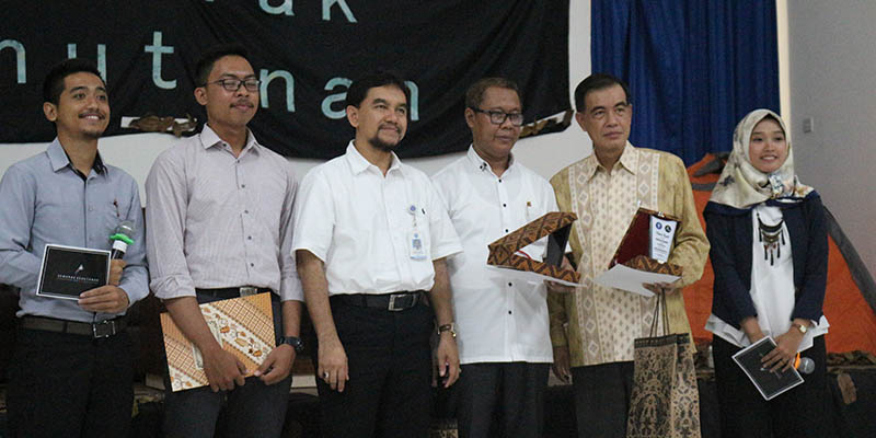 Foto Bersama dengan Para Pembicara