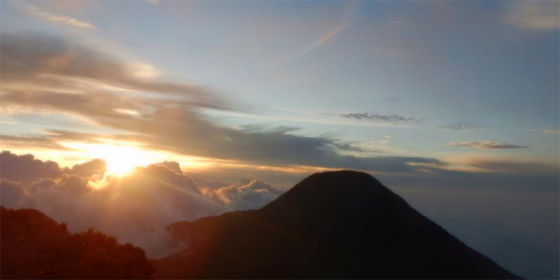 Pemandangan di Puncak Gunung Gede