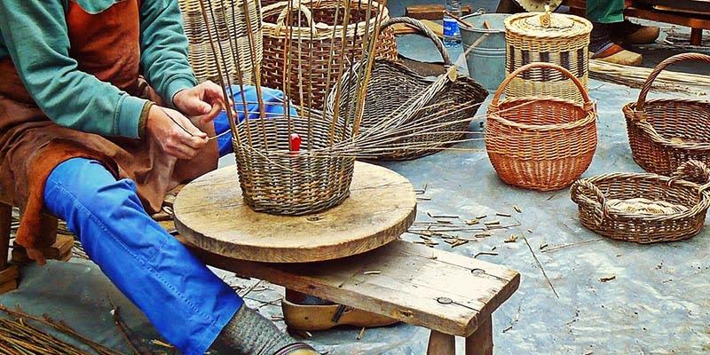 Pembuatan Furniture dari Rotan