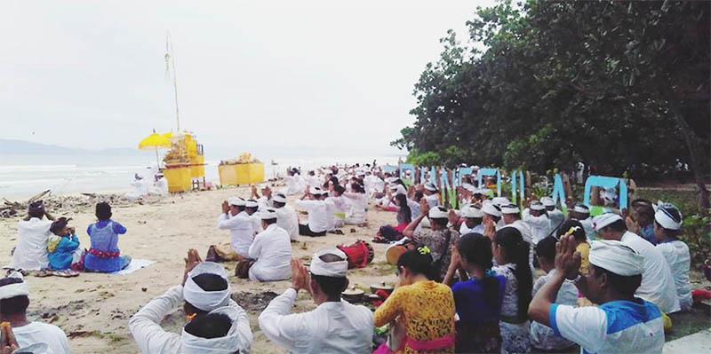 Upacara Pagarwesi di Pantai Triangulasi