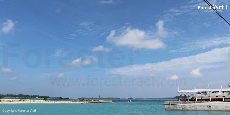 Dermaga Pulau Harapan yang dibalut lautan dan langit yang biru jernih