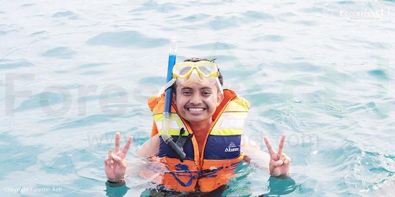 Kegiatan snorkeling akan menjadi kegiatan yang sangat menarik