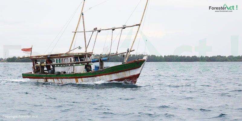 Perahu nelayan masyarakat Pulau Harapan