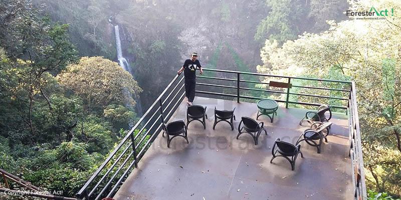 Balkon di Air Terjun Pelangi