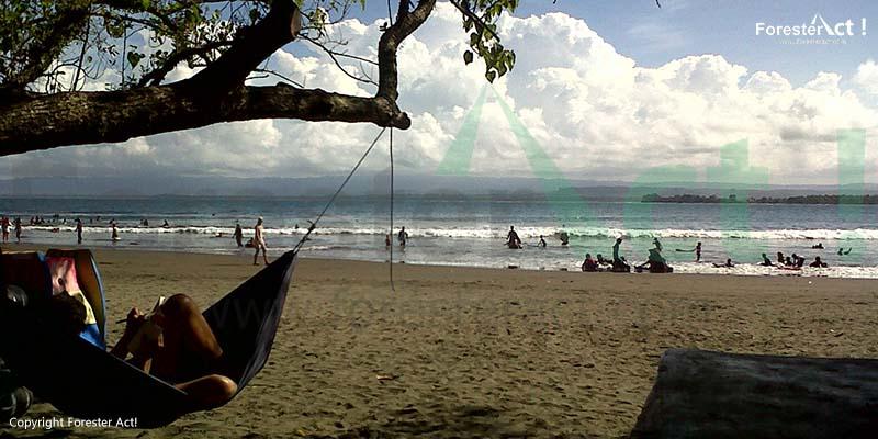 Pantai Batu Karas di Pangandaran