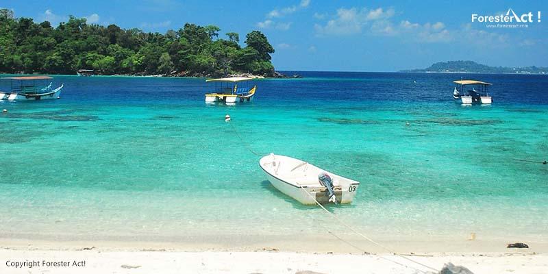 Perahu untuk Berwisata di Pantai Sumur Tiga