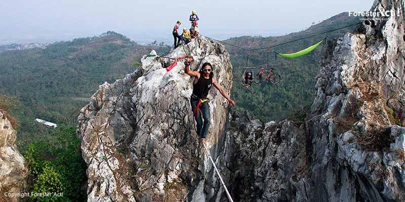 Uji Adrenalin di Gunung Hawu