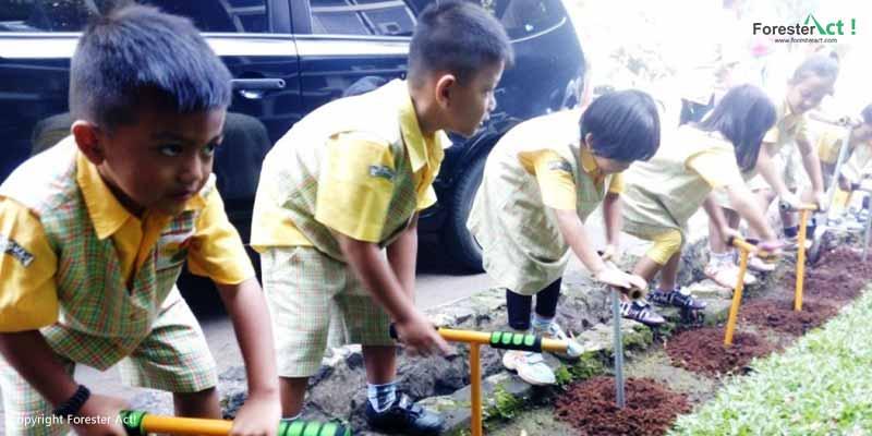 Pembuatan Lubang Resapan Biopori