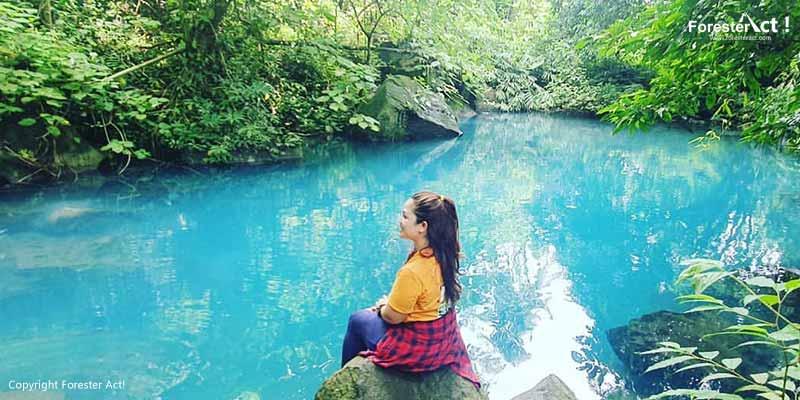 Danau Berwarna Biru Bening