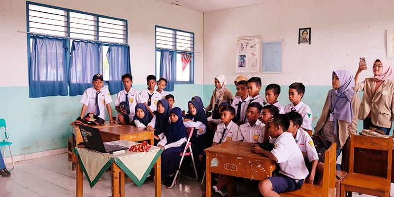 Penayangan Film Edukatif di SMP Desa Pajam