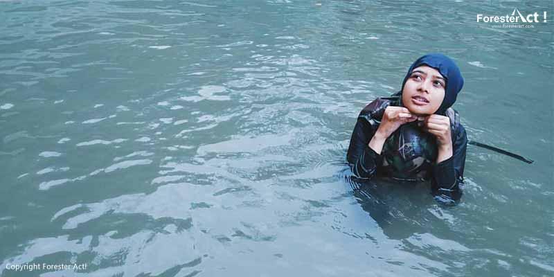 Snorkeling di danau jernih