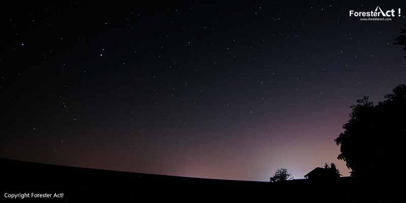 Langit Penuh Bintang yang Sedikit Diterpa Polusi Cahaya