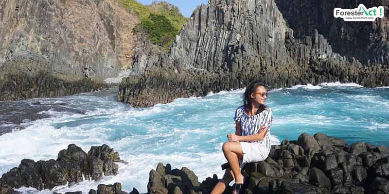 Batu Karang dan Biru Laut Semeti (instagram.com)