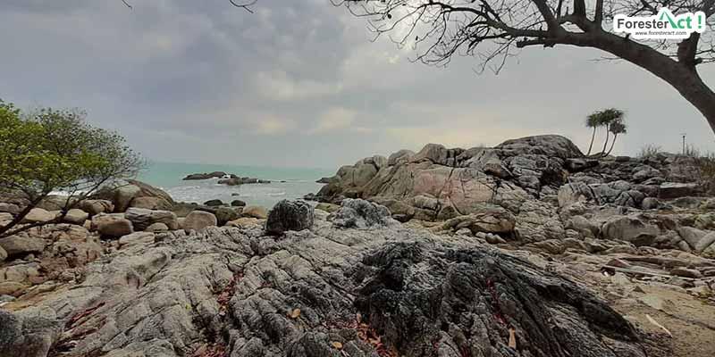 Batuan Granit Pantai Parai Tenggiri (instagram.com)