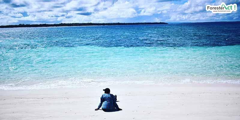 Bersantai di Pantai Ngurtafur (instagram.com)