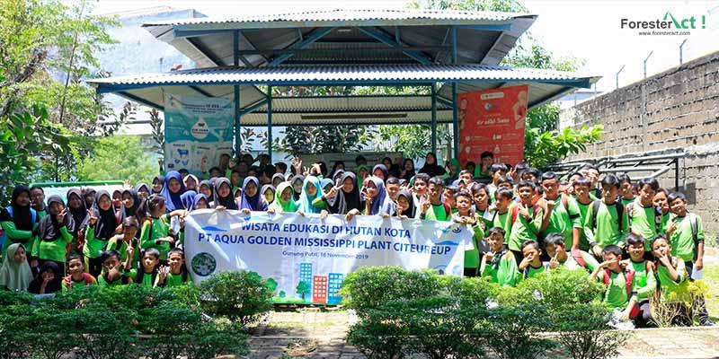 Foto Bersama Siswa SD Negeri Cicadas 01