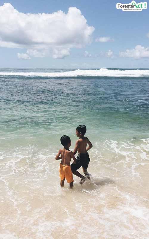 Liburan di Pantai Sanglen (instagram.com)