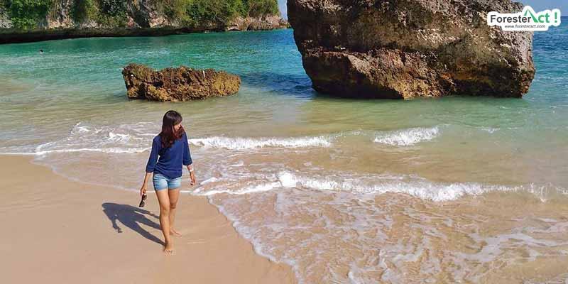Berlibur ke Pantai Padang Padang (instagram.com)