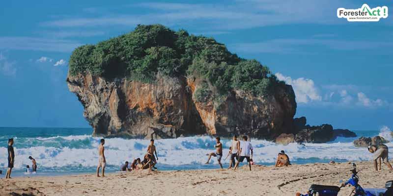 Berlibur di Pantai Jungwok (instagram.com)
