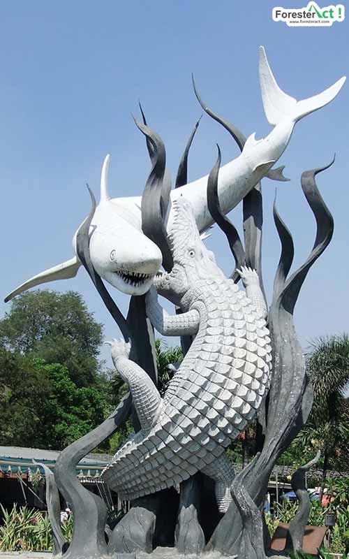 Patung Sura dan Baya (pinterest.com)