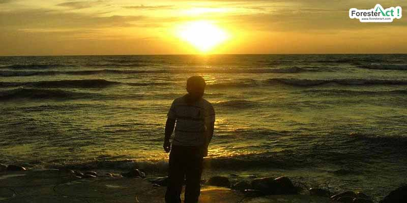 Menikmati sunset di Pantai Duayu Sekundang (pinterest.com)